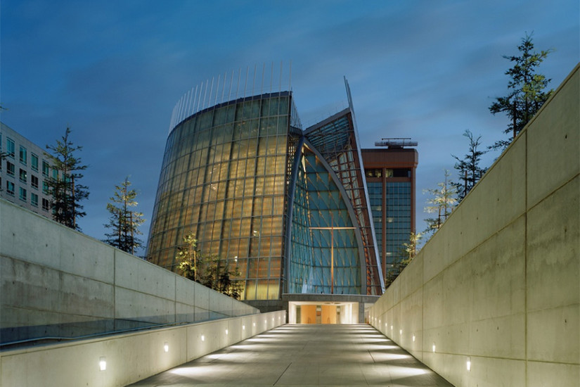 A photo of the Cathedral of Christ the Light in Oakland, designed by SOM with consulting from SM&W